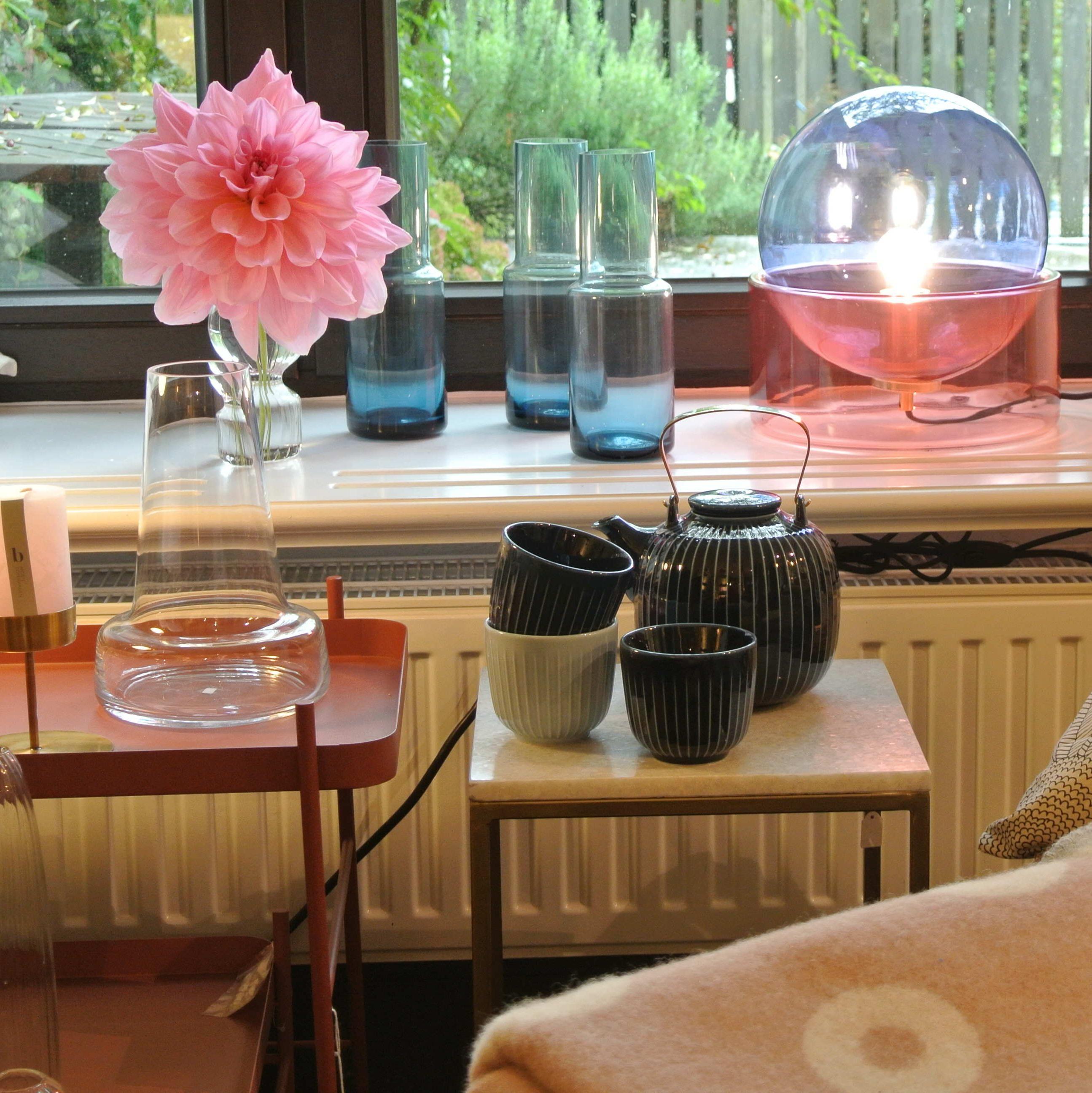 Ein Einrichtungsbeispiel für eine Kuschelecke mit weichen Decken und dekorativen Kissen