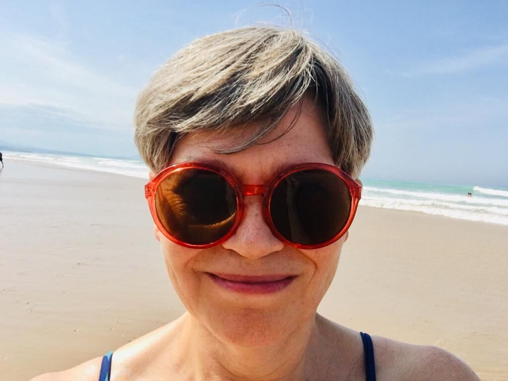 Dies ist ein Selfie von Anette Gundlach am Strand